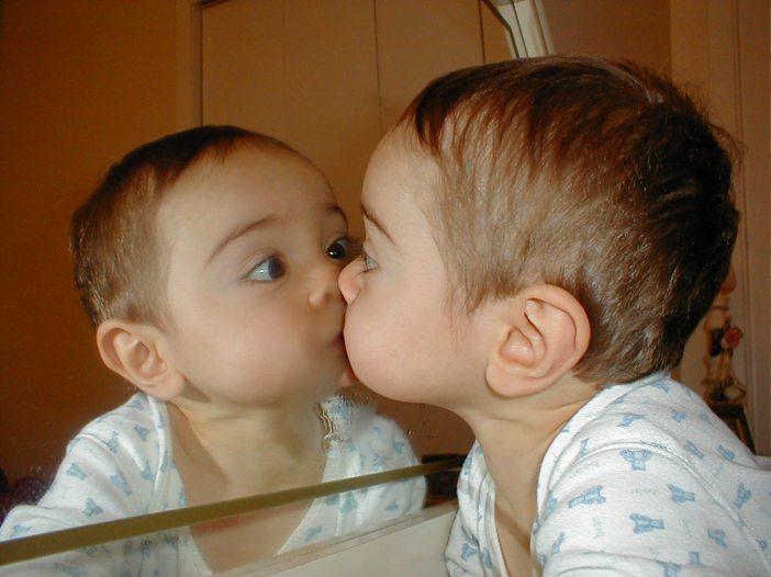 mirror-kiss